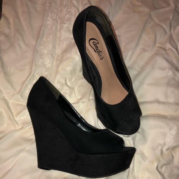 Candie's Shoes | Black Wedge Heels | Poshma