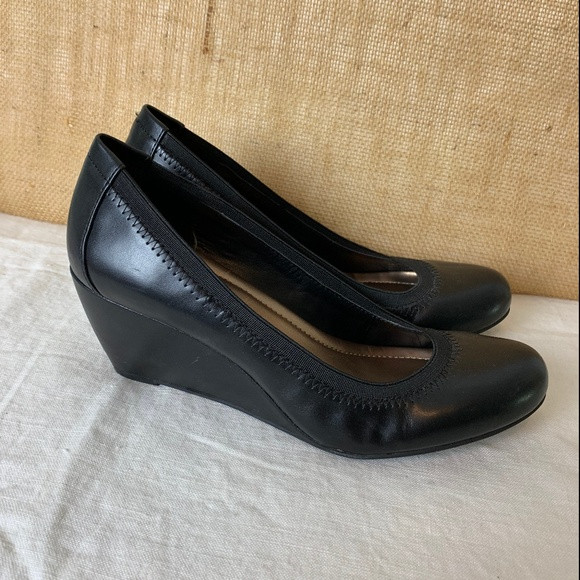 BCBG Paris Shoes | 9b39 Black Round Toe Wedge Heels | Poshma