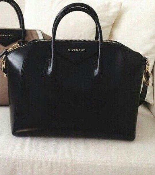 Givenchy | Medium Antigona bag in black goat leather | NET-A .