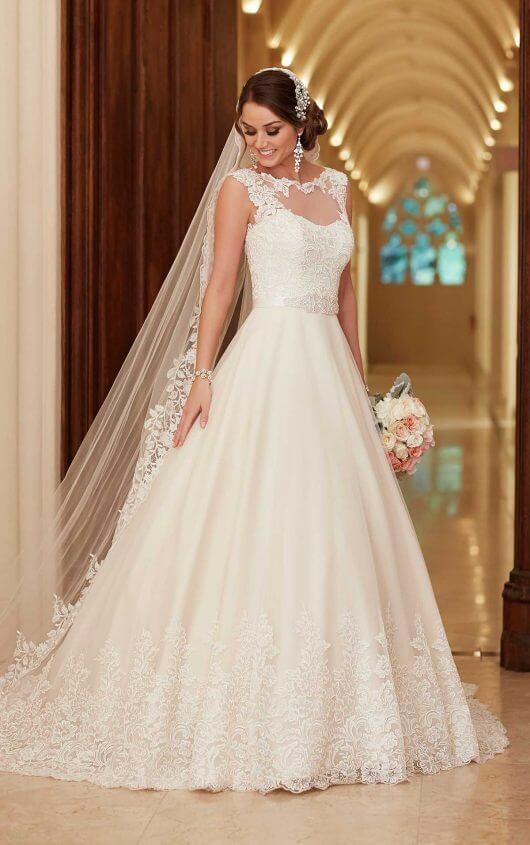 Traditional Lace Wedding Dress with Train | Stella Yo