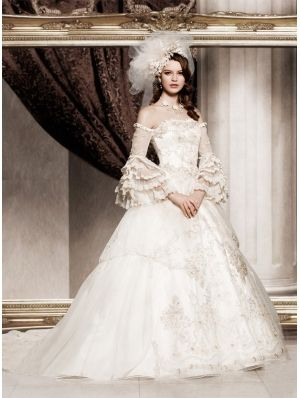 Off-the-Shoulder Princess Vintage Victorian Wedding Dress .
