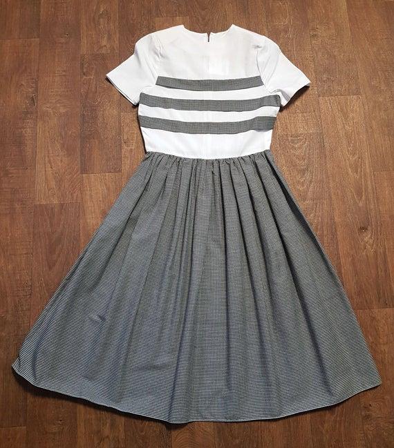1950s Vintage Black & White Cotton Swing Dress UK Size 8 | Et