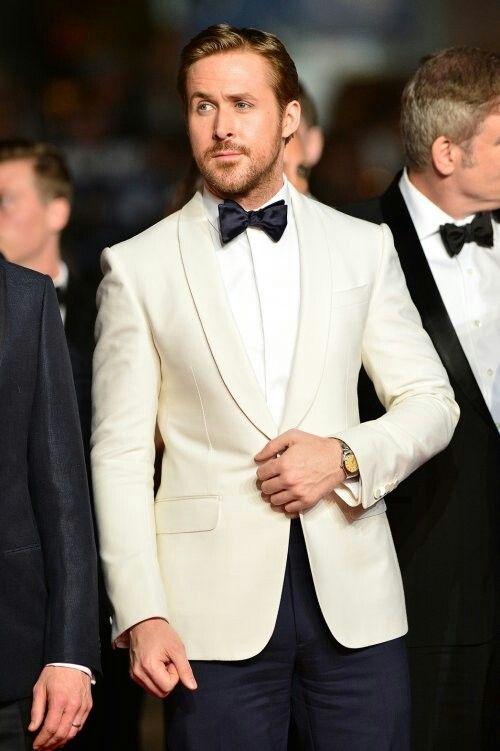Ryan Gosling in a Ralph Lauren Purple Label ivory dinner jacket .