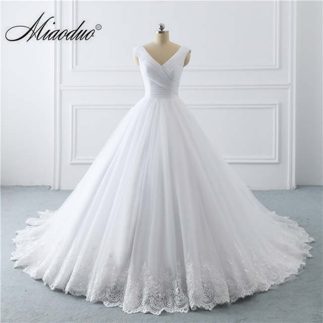 2019 Simple White Wedding Dresses Princess long Applique Puffy .