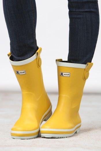 short yellow wellies | Yellow rain boots, Cute rain boots, Rain boo